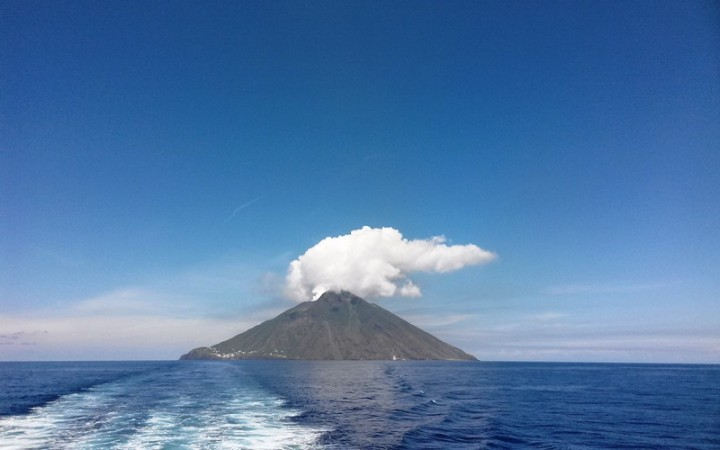 Stromboli-volcano-italy-lifebeyondnumbers