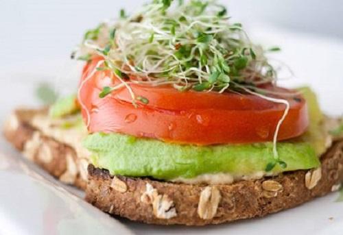 hummus-sandwich-lifebeyondnumbers