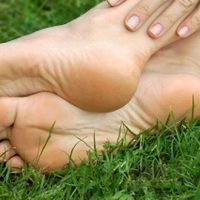 How To Heal Cracked Heels? 6 Simple Home Remedies For You