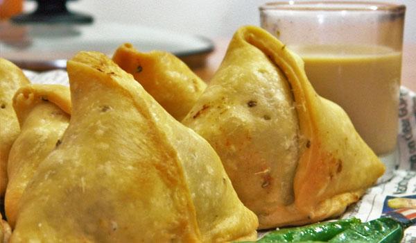 samosa, must eat indian food