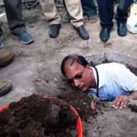 District Collector Cleans Toilet Pit With Bare Hands As A Part Of Swachh Bharat Abhiyan