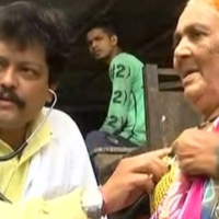 This Doctor Treats Beggars And Homeless People For Free, Also Bears Medical Expenses