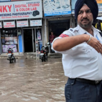 Accolades And Cash Prize To Punjab Cops For Manning Traffic In Knee-Deep Water