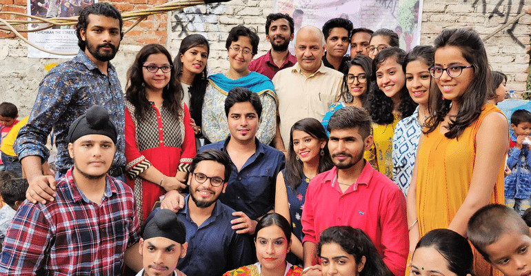 On Weekends, These Inspiring Youths Chose To Educate Street And Slum Kids. Why Not Join The Gang?