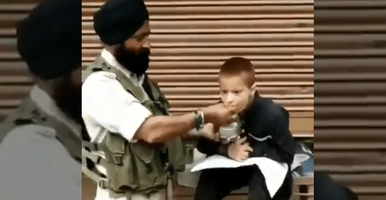 This CRPF Jawan's Simple Act Of Compassion Is Warming Everyone's Hearts Online